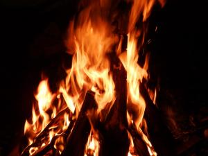 El foc de les fogueiras do Menino és un símbol del Nadal portugès.